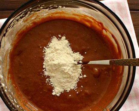 Как сделать кекс в кружке в микроволновке за 5 минут: рецепт без яиц, разрыхлителя, шоколадный кекс с какао, фото